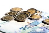 Rand strengthens to below R17/$, pandemic investment opportunities and battle of the banks
