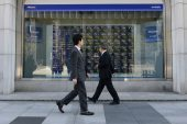 Stocks run out of steam on US job jitters, yen gains