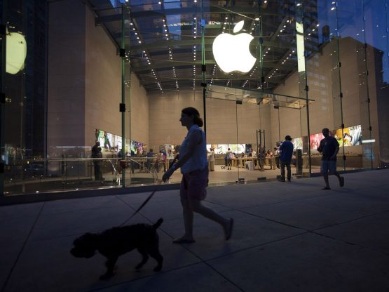 Chinese consumers are voting down on Apple and giving Huawei the benefit of the doubt, as the US-China trade war persists. Image: Michael Nagle, Bloomberg
