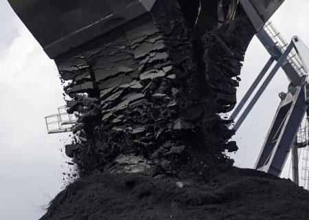 Glencore sees carbon emissions falling