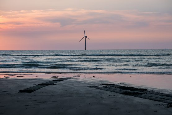 Offshore wind, which only a few years ago was a niche technology more expensive than nuclear reactors, is changing the economics of energy around the world. Image: Billy HC Kwok, Bloomberg