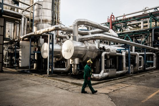 An employee inspects processing and refining structures in the Duna oil refinery, operated by MOL Hungarian Oil & Gas in Szazhalombatta, Hungary. Image: Akos Stiller/Bloomberg