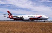 Qantas pushes back expected restart of international travel