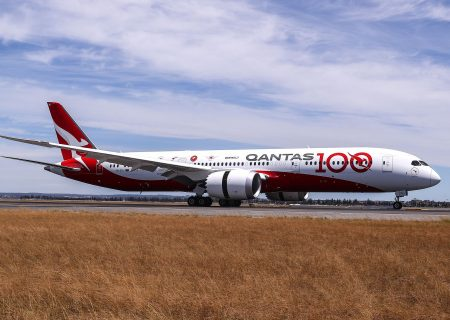 Qantas pushes back expected restart of international travel