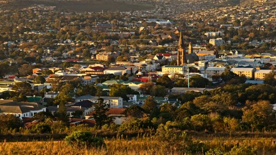 A landscape image of the town of Makhanda (Grahamstown). Image: Shutterstock