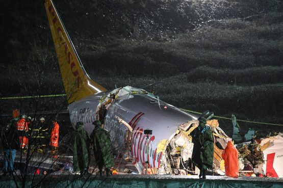Turkish soldiers stand guard as rescuers work to extract passengers from the crash of a Pegasus Airlines Boeing 737 airplane, after it skidded off the runway upon landing at Sabiha Gokcen airport in Istanbul on February 5, 2020. Image: Getty Images