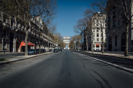 The Arc de Triomphe monument stands at the end of the empty Avenue Kleber in Paris, France. Image: Bloomberg