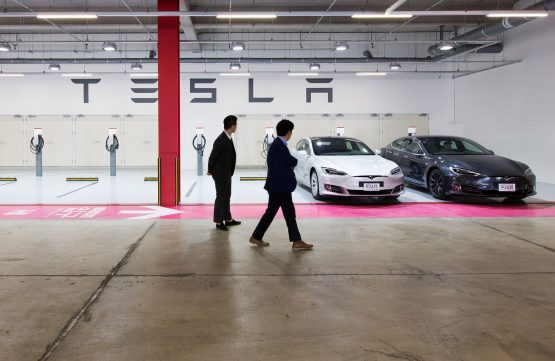 Customers look at Tesla Model S 90D electric vehicles parked at the company's charging station in the Starfield Hanam shopping complex in Hanam, Gyeonggi Province, South Korea. Image: Bloomberg
