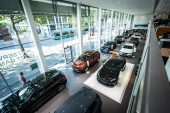 BMW records first quarterly loss since 2009 on virus impact