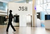SA stocks edge toward quarterly gain