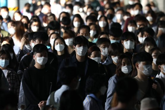 South Korean commuters wear protective masks as they crowd after getting off the subway during rush hour on September 15, 2020 in Seoul, South Korea. . Image: Chung Sung-Jun/Getty Images