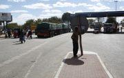 Zimbabwe forms crisis team to ease 10-kilometer queues at border