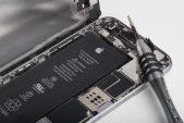 Apple faces Italian suit over iPhones that wear out too quickly