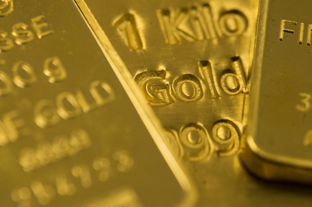Gold heads for third weekly gain as yields, dollar trend down