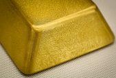 Gold advances after Fed maintains dovish line on interest rates