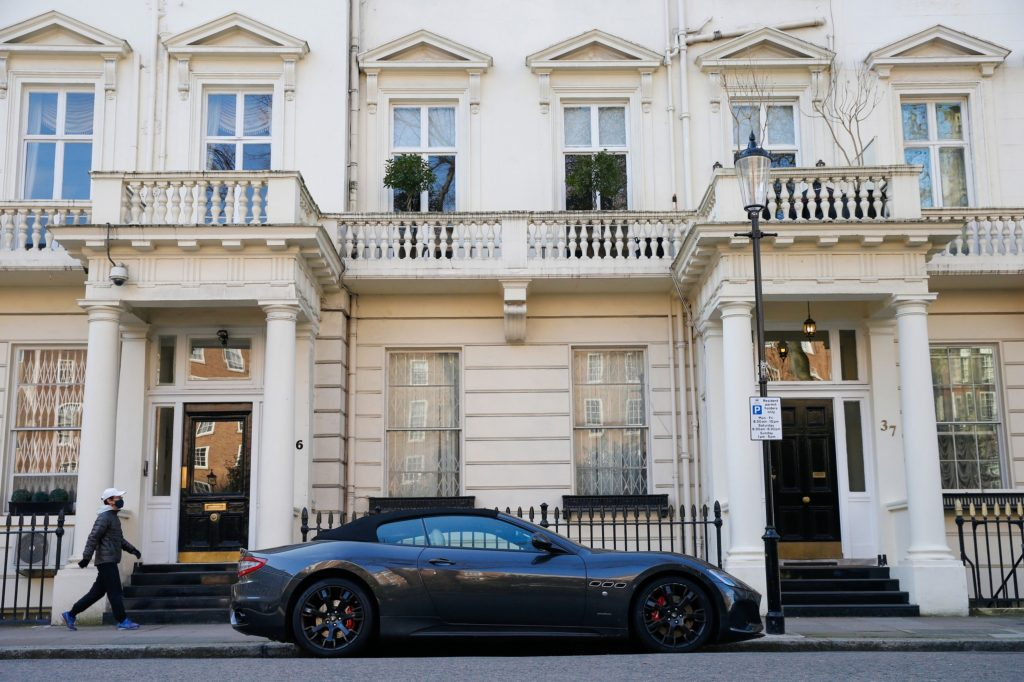 Super wealthy pick London as top spot for luxury homes, FT says