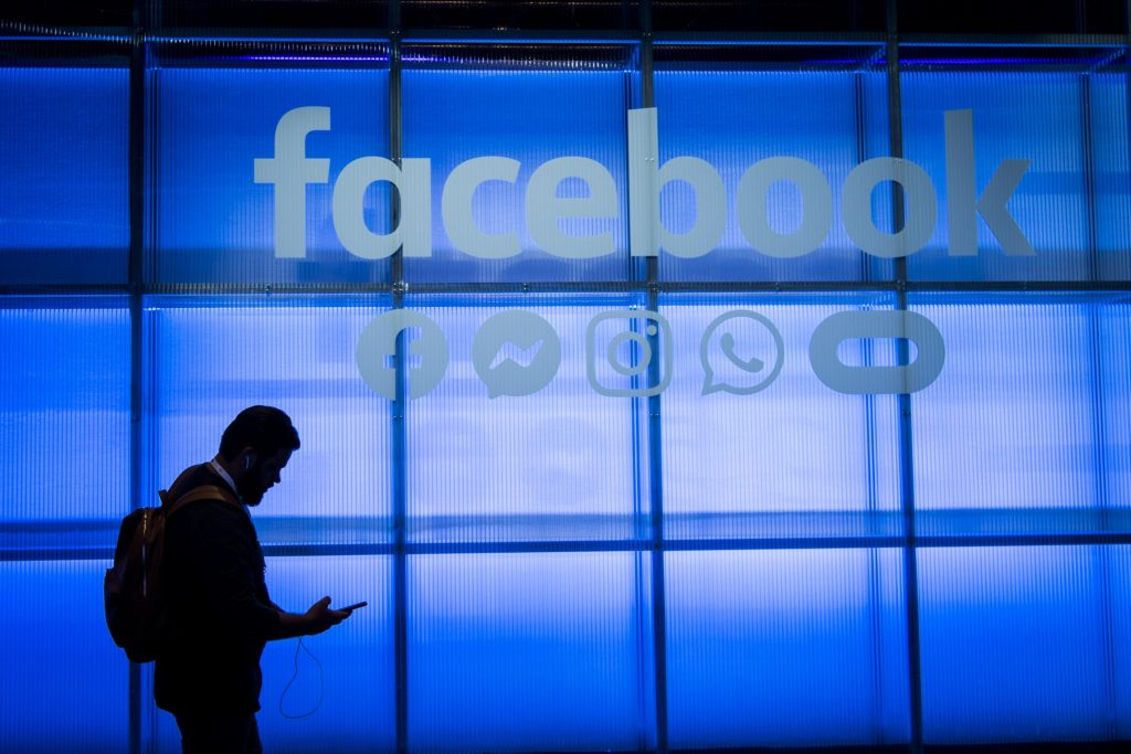 Facebook pushes into audio to compete with Clubhouse, Twitter