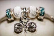 World's biggest jewelry maker will no longer use mined diamonds