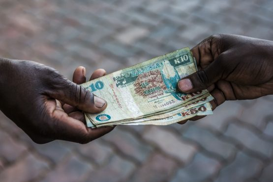 Mixed denomination Zambian kwacha banknote: Image: Waldo Swiegers, Bloomberg