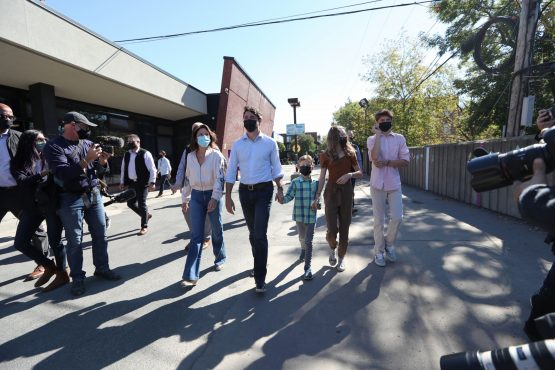Justin Trudeau, Canada's prime minister, center, arrives at a polling station to cast a ballot during a federal election in Montreal, Quebec, Canada, on Monday, September 20, 2021. Image: Bloomberg