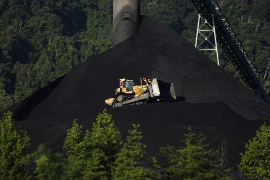 A Caterpillar bulldozer operates on a coal mound at the Alpha Natural Resources Mammoth Preparation Plant in London, West Virginia, US, on Wednesday, July 18, 2018. Image: Luke Sharrett/Bloomberg