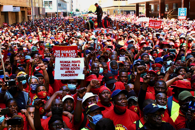 Striking steel workers to return to duty by Monday